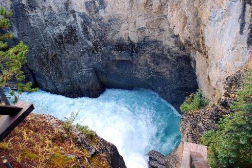 Sunwapta Falls4