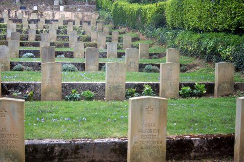 18 Friedhof